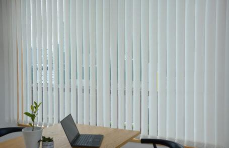 バーチカルブラインドの納品事例→説明:w260 h180 ホワイト 標準タイプ | verticalblind.jp